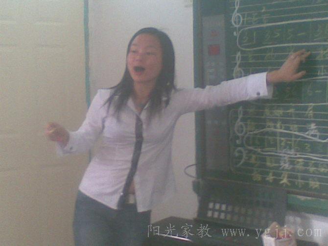 在兑山小学给学生上课-戴教员 华侨大学家教 江苏省包场高级中学图片